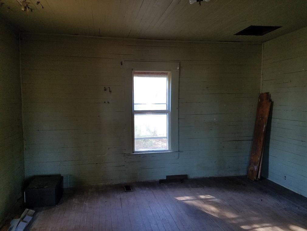 KHarbour-HISTORICACWORTH-bedroom1-BEFORE